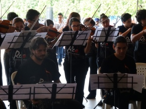 Presentación de la Orquesta de tangos en un espacio público